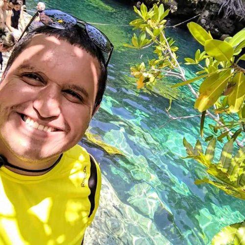 Emiliano Gonzalez Rosas CEO en Viajemos México renta de camionetas con chofer