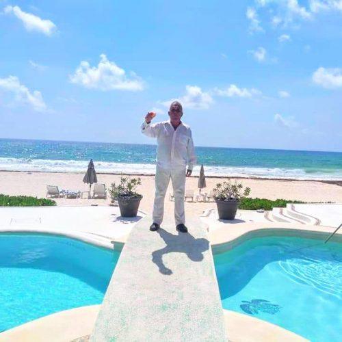Victor Gonzalez Jefe de atención al cliente Francisco Garcia Gerente Comercial en Viajemos México renta de camionetas con chofer