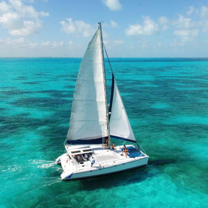 Catamarán para vistar Isla mujeres